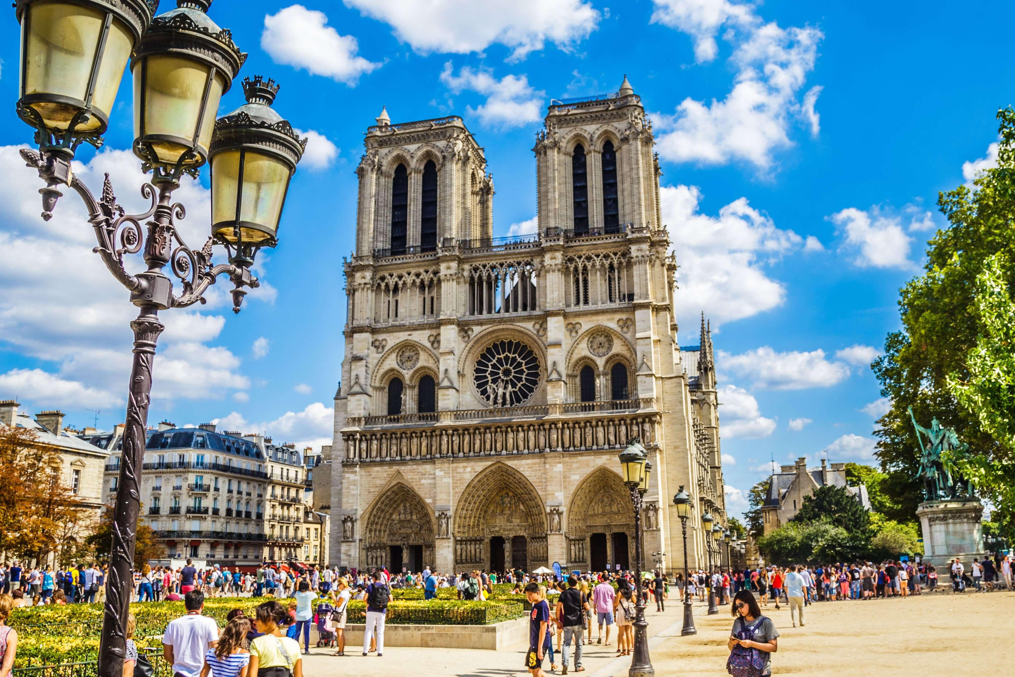 top 6 monuments in paris next to villa saxe eiffel hotel